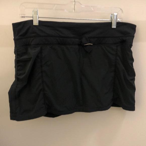 lululemon athletica Dresses & Skirts - Lululemon black skirt, sz 10, 70522
